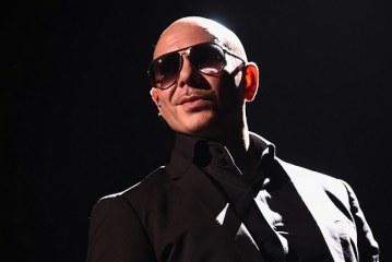 Exiliados cubanos la agarran contra Pitbull…y rompen sus discos
