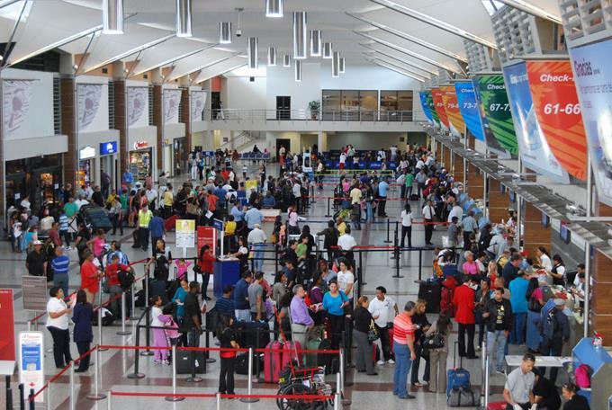 Emiten alerta de seguridad en los aeropuertos dominicanos tras atentados en París