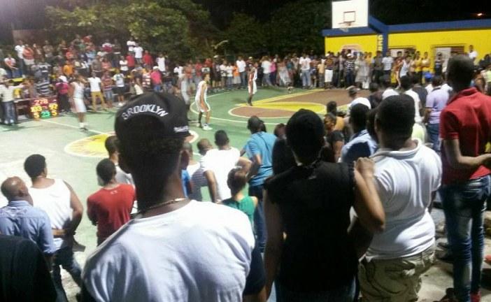 Fotos: Baloncesto Superior de nuestro barrio Ginandiana El Seibo