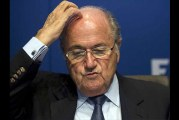 VIDEO – Tremendo bochorno le hace pasar un Comediante Europeo al Presidente de la FIFA Joseph Blatter