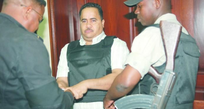 Capos vinculados a redes regresan al país reclamando bienes