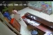 VIDEO – Cámara de seguridad registró cómo un sujeto desnudo persiguió una mujer en un hotel