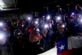 Mineros chilenos deponen protesta tras 14 días encerrados bajo tierra