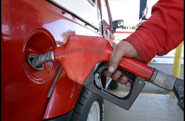 Gobierno rebaja precios de las gasolinas, pero aumenta los de otros combustibles