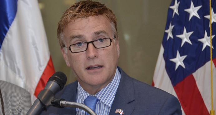 Embajador dice EE.UU. coopera con República Dominicana para que corruptos enfrenten cargos