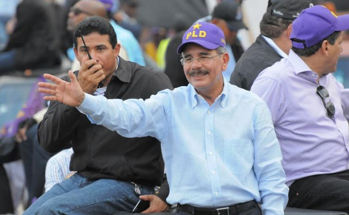Danilo comenzó también a hacer campaña política en días laborables