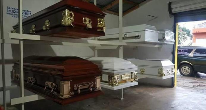 Funeraria en El Seibo oferta ataúdes a mitad de precio en viernes negro