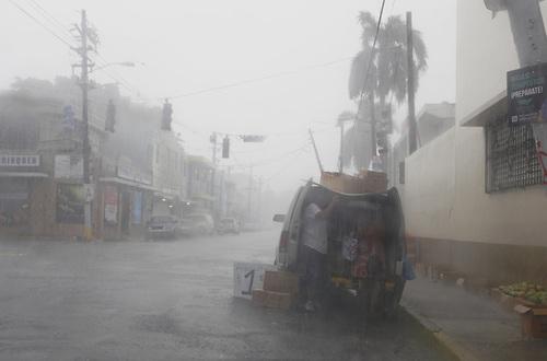 Tres muertos y daños materiales tras el paso del huracán Irma por Puerto Rico